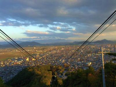 八幡山山から市街を望む。