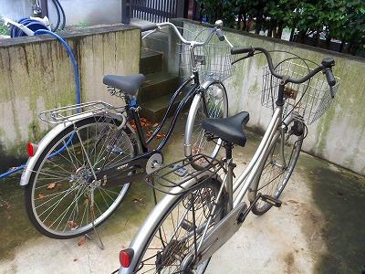 奥がシェアした自転車、手前がマイ自転車
